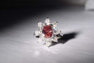 Natural-Fancy-Red-Even-SI1-VG-G-Fluo-Faint-1.57 cts