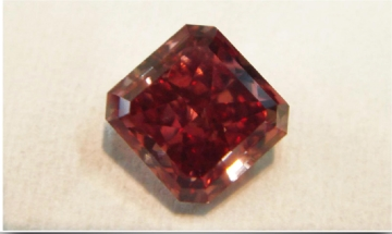 Natural-Fancy-Red-Even-VS2-VG-VG- Fluo-Medium-Blue-1.01 ct