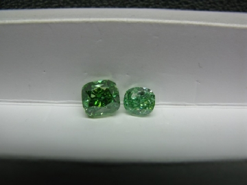 Natural-Fancy-Vivid-Green-Cushion-3ct-GIA-Coming-02.jpg